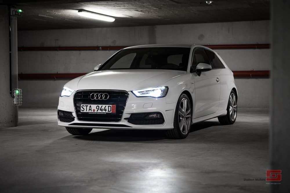 Une Audi A3 blanche, importé d'Allemagne par la société Stallion Motors
