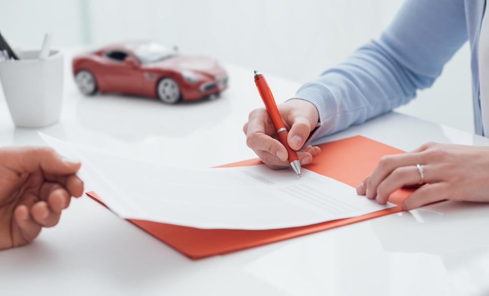 Signature sur document lors d'une vente d'une voiture
